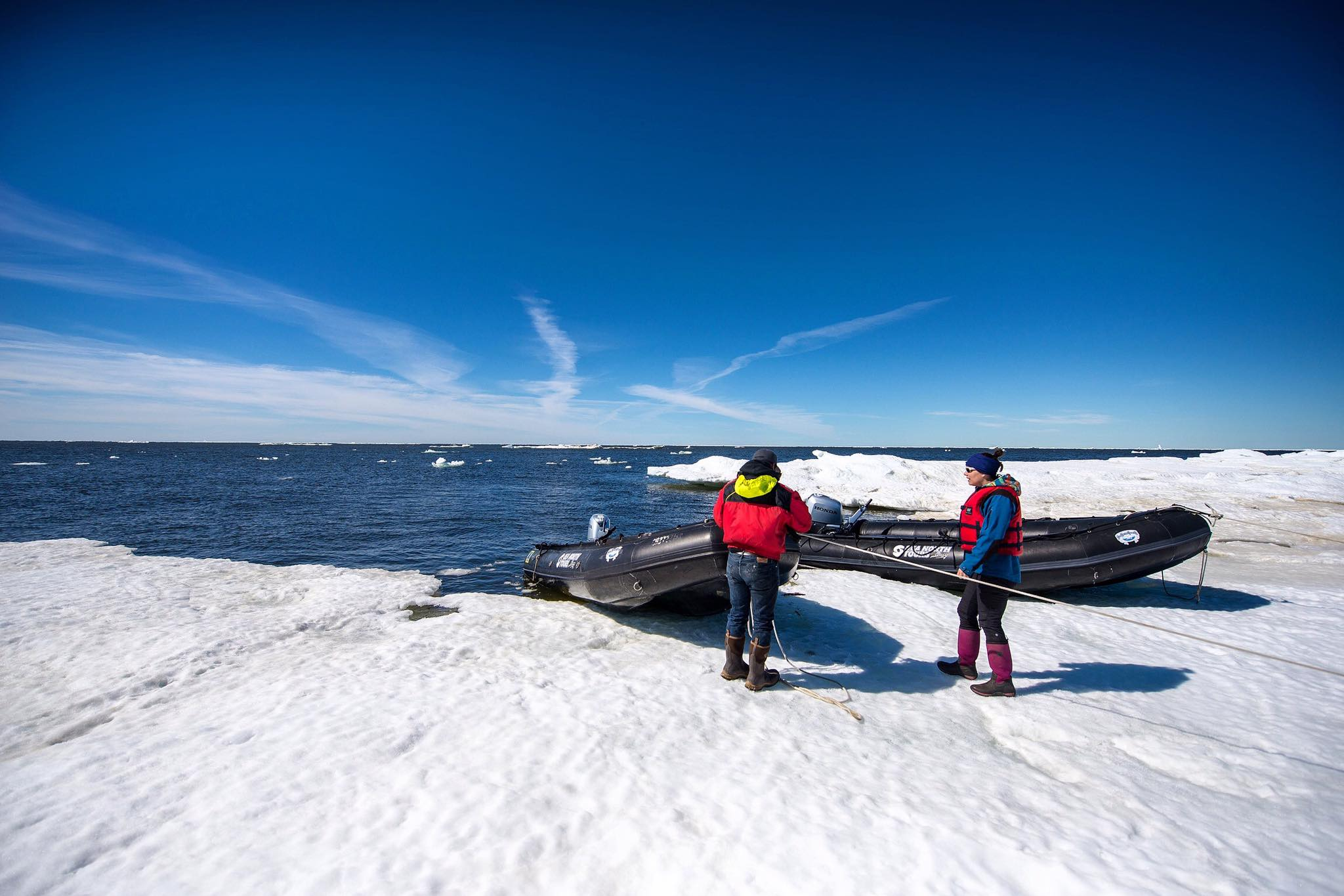 sea-north-tours-floe-ice-tours-2-zodiacs-churchill